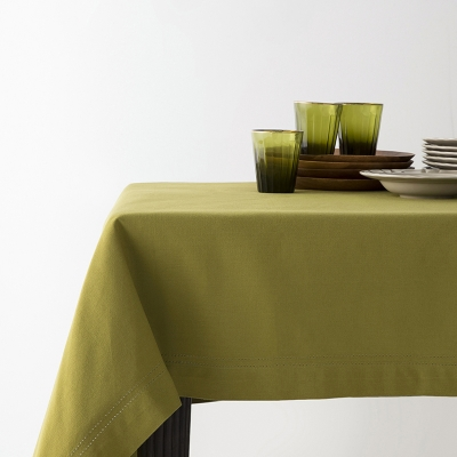 "Haus Mantel Hemstitch Rectangular Verde Oliva 63"" x 118"""